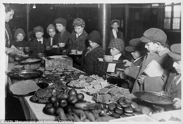 School-Lunch-at-PS-40-1919